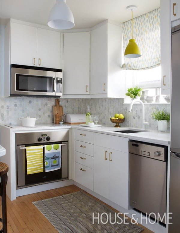 Love this small #kitchen decor. There's so much detail in so little space but it works so well. #homedecor