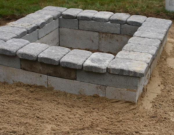 How to make a  square fire pit. Great idea!