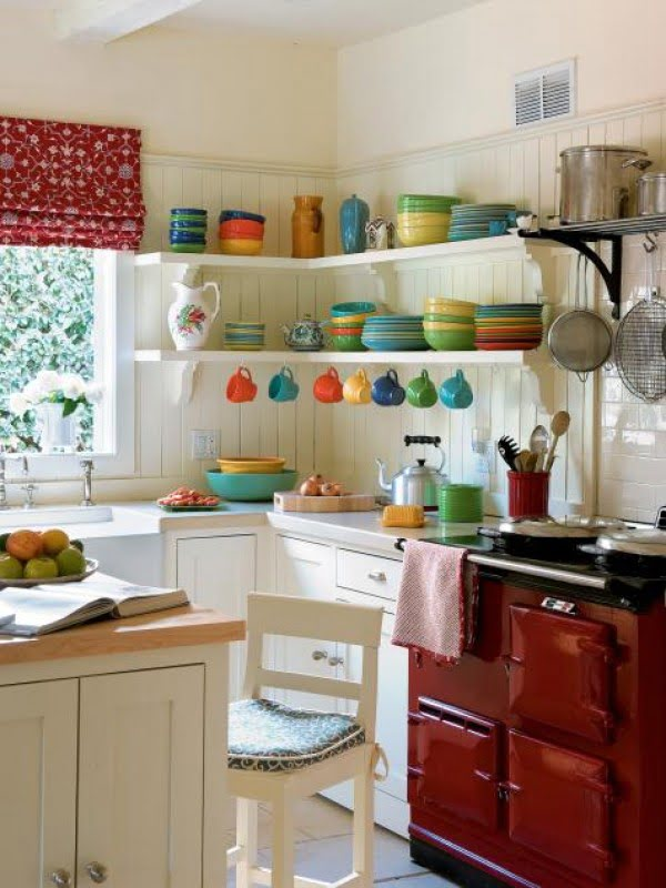 So much color! Love this small #kitchen! #homedecor