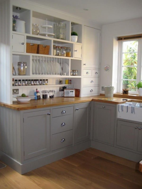 Wood countertops and grey cabinets makes this tiny  decor fabulous. Love it!