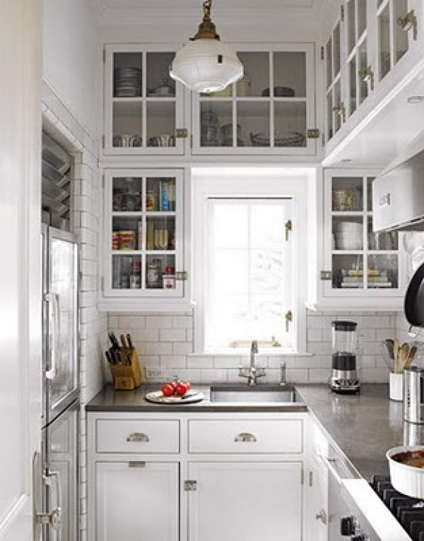 This tiny  makes use of vertical space so well. But subway tiles is the real savior here!