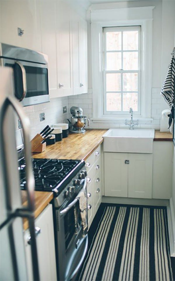 So small but so cozy and stylish. Love this #kitchen decor #homedecor