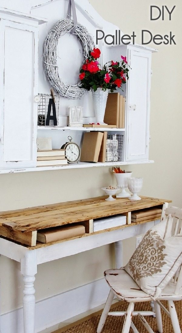 Check out this idea for a #DIY shabby chic #farmhouse #pallet desk. Looks easy enough! #HomeDecorIdeas