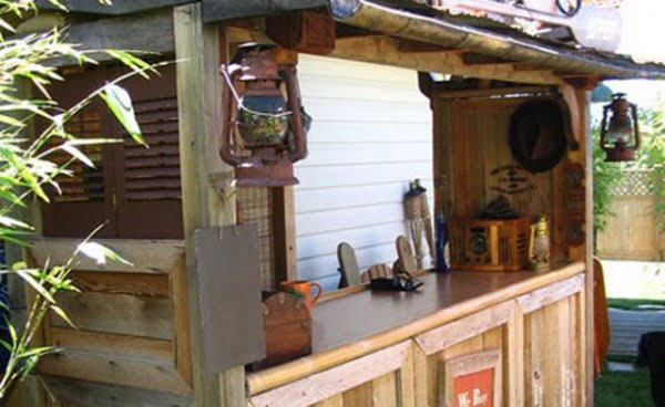 How to build a #DIY backyard tiki home bar #homedecor