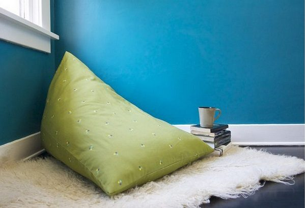 Check out the tutorial how to make a DIY beanbag chair for home decor @istandarddesign