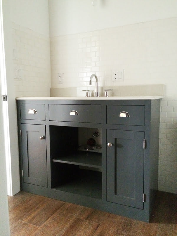 How to make a grey #DIY bathroom vanity #homedecor