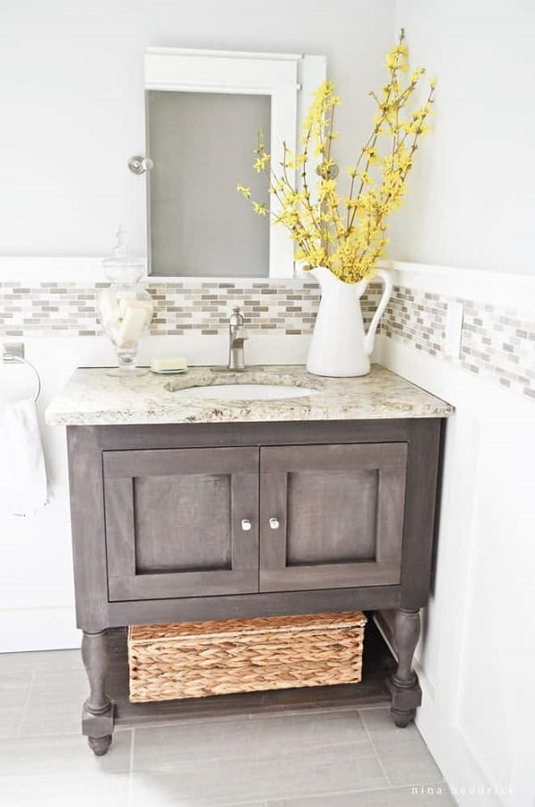 How to make a #DIY Pottery Barn inspired bathroom vanity #homedecor