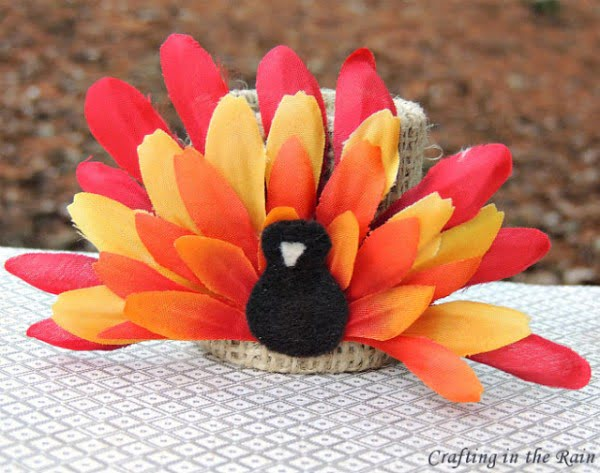 Check out this easy #DIY flower turkey idea for your #Thanksgiving table #crafts #rustic #centerpiece @istandarddesign