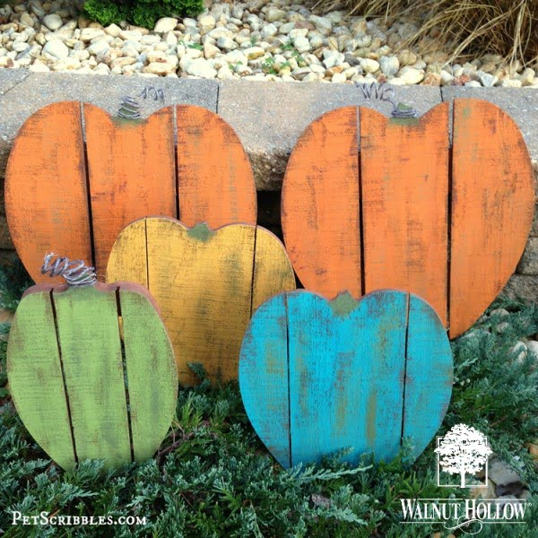 Check out the tutorial on how to make #DIY #rustic painted wood pallet pumpkins #woodworking #homedecor #fall @istandarddesign