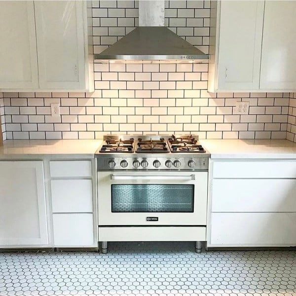 Love how these white #kitchen countertops work so well with subway tiles. Awesome look! #homedecor