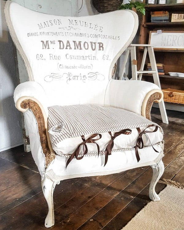 Love this  chair, it makes gorgeous  style!