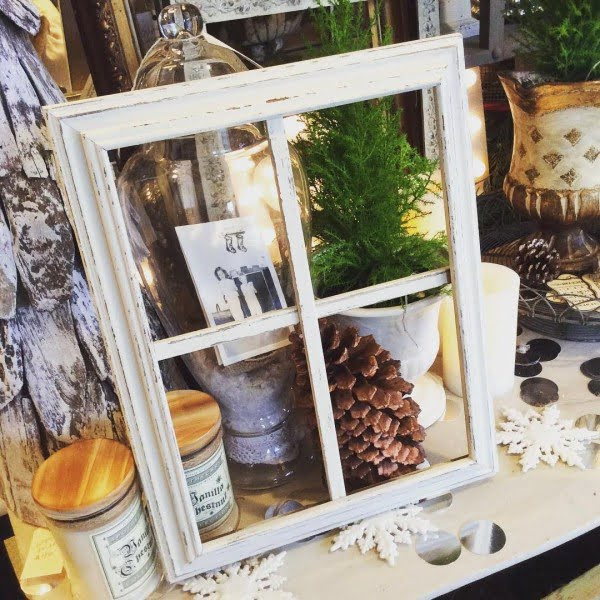 30 Unique Home Decor Ideas That Are Totally Doable - #DIY idea for unique #homedecor using old window frames. Love it!