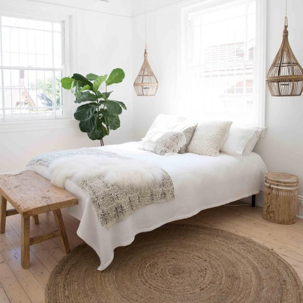 Handmade straw chandeliers add so much charm to a #farmhouse bedroom decor. Love the idea! #homedecor