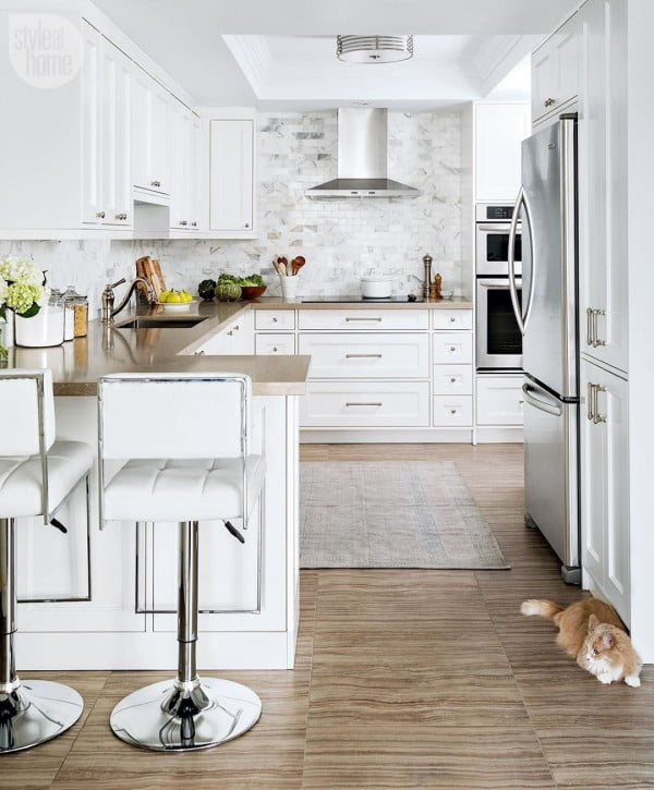 Love how these creamy #kitchen countertops work so well with marble tiles. Awesome look! #homedecor