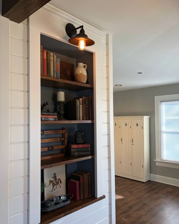 30 Unique Home Decor Ideas That Are Totally Doable - Love the idea for this  built-in wall storage shelf. It makes storage cool!