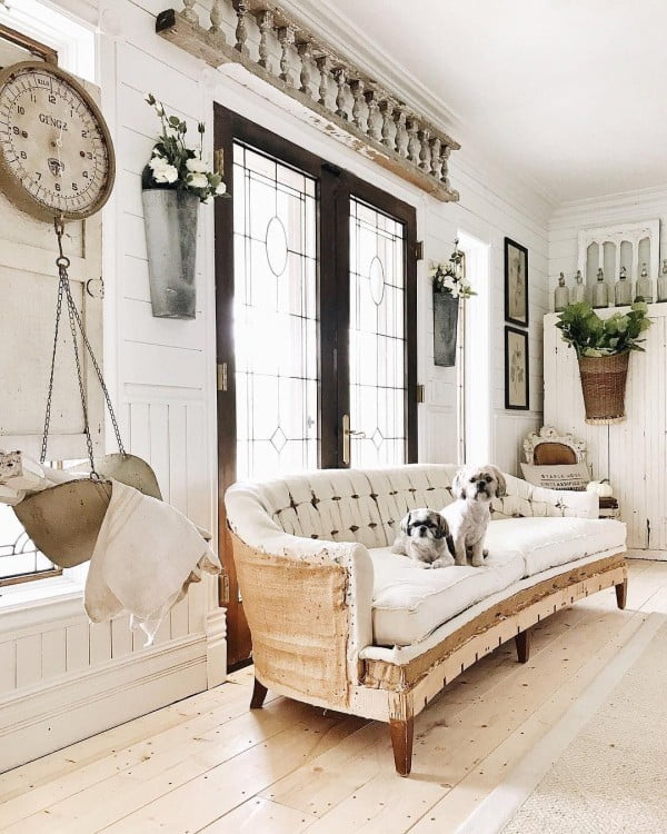 This is just lovely! Such a great style of a  couch and