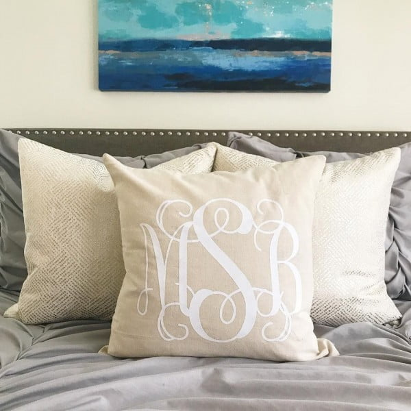 Love this #cricut accent pillow #project #crafts
