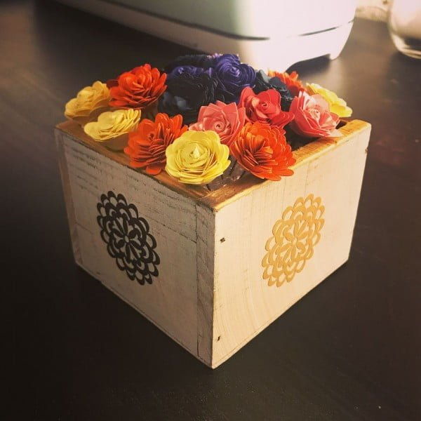 30 Cool Cricut Project Ideas That You Can Use in Home Decor - Love this  flower box centerpiece