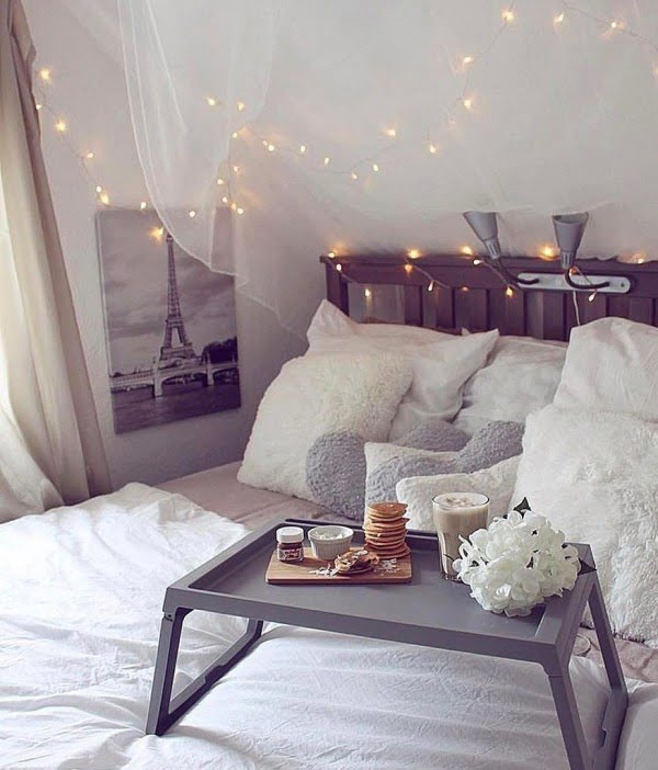 String lights and lace work so well. Love this #bedroom idea! #homedecor
