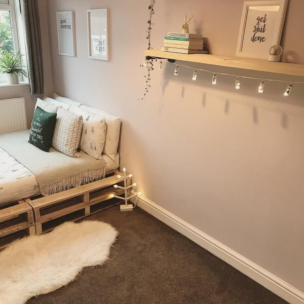 Minimalist  decor doesn't take much to make it cozy. Love it!