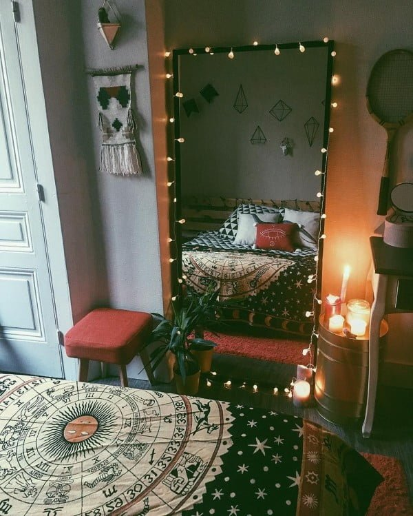 Decorate your #bedroom with string lights. Lovely! #homedecor