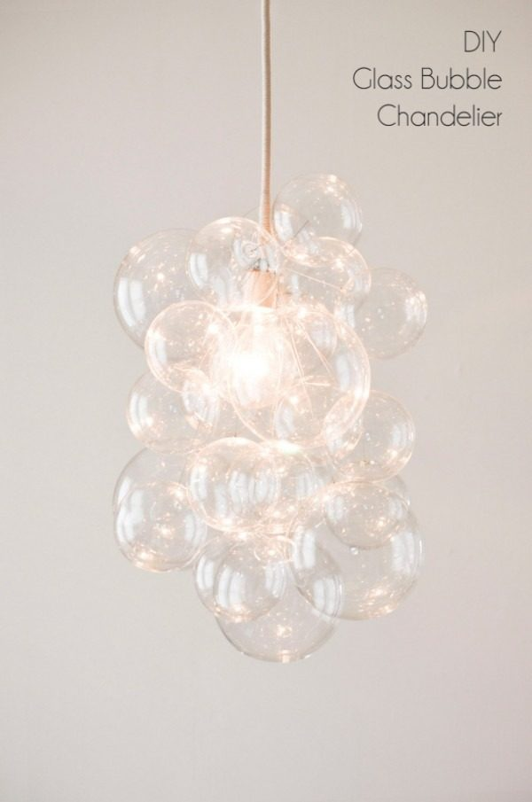 Check out this easy idea on how to make a #DIY bubble chandelier #DIYHomeDecor #HomeDecorIdeas
