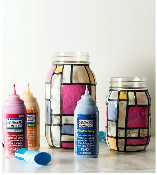 Check out this easy idea on how to make a  Mondrian mason jar that you can make and