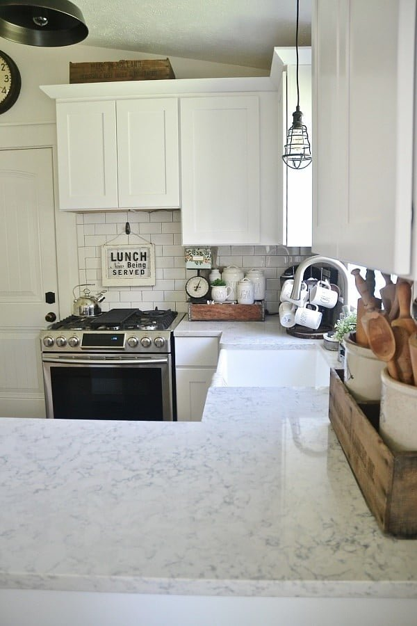 Love the look of this quartz #kitchen countertop! #homedecor