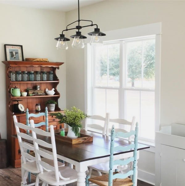 Love this #farmhouse style dining table and cupboard! #homedecor