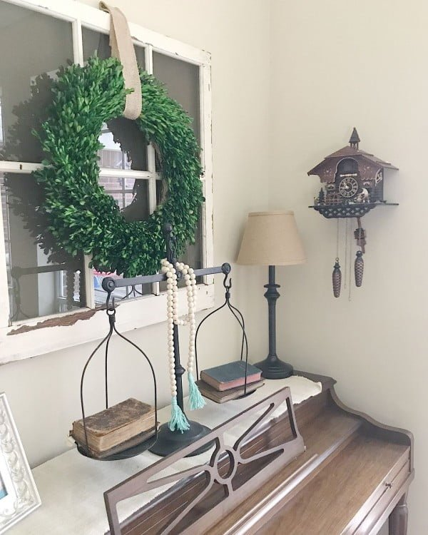Old window frames make awesome foundation for some #farmhouse decor. Love it! #homedecor