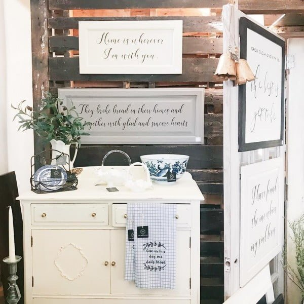 Can't have too few #farmhouse signs! Love it! #homedecor