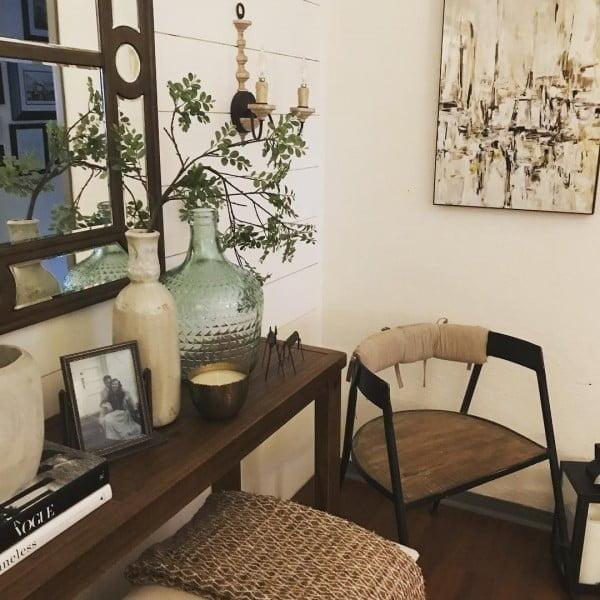 Perfect #farmhouse vignette arrangement. Love it! #homedecor