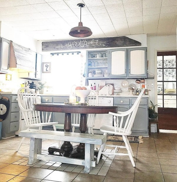 Mismatched table and chairs make a great decor statement here. Love this #farmhouse kitchen! #homedecor