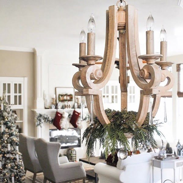 This has to be the ultimate #farmhouse chandelier. Love it! #homedecor