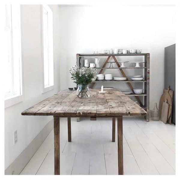 So minimal yet so beautiful. Love this! #farmhouse #homedecor