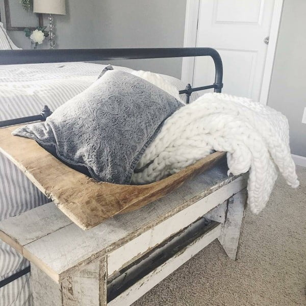 Love this bed end bench and the #farmhouse vibe in this bedroom! #homedecor