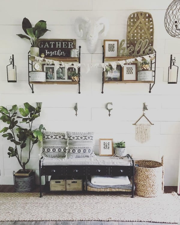 Such a cosy little #farmhouse corner in a home. Love it! #homedecor