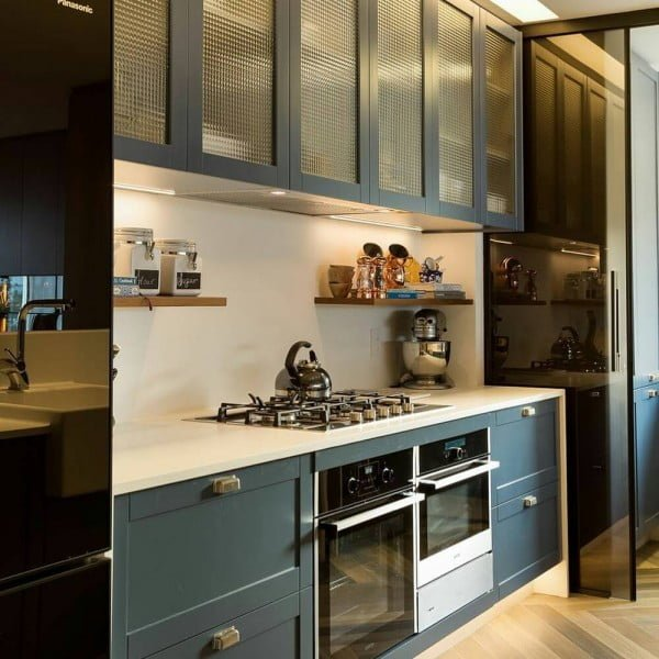 You have to see these blue kitchen cabinets with glass doors. Love it! #KitchenDesign #HomeDecorIdeas
