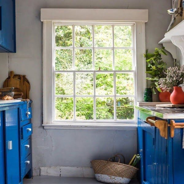 You have to see these blue kitchen cabinets in vintage kitchen decor. Love it!