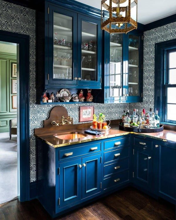 You have to see these blue kitchen cabinets with classic wallpapers and metallic accents. Love it!