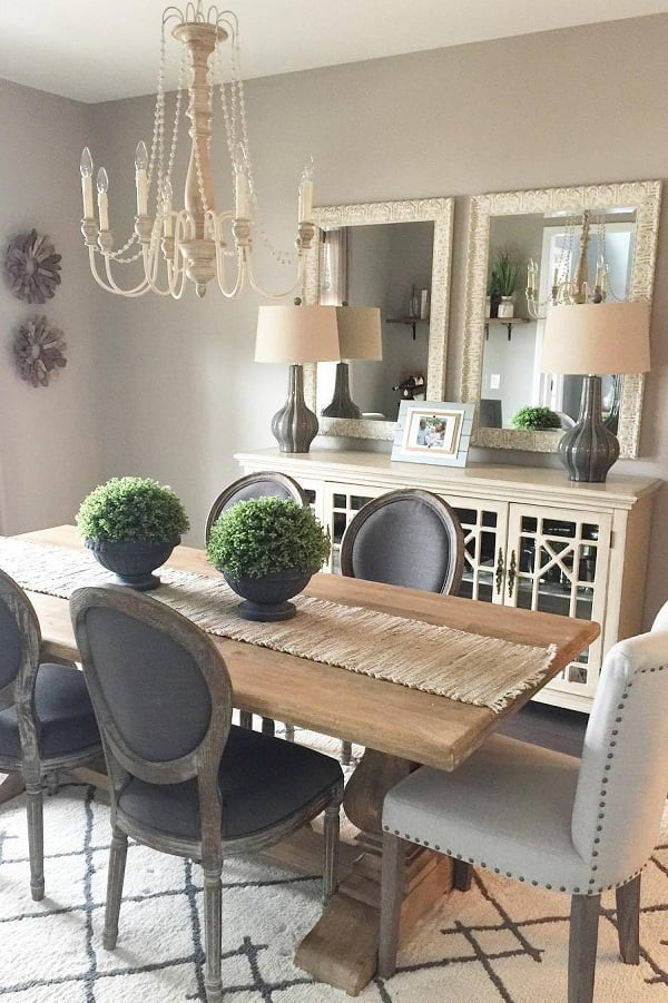Love this  coastal dining table. Awesome dining area decor!