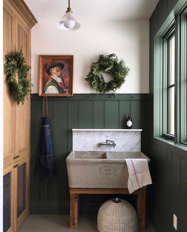 100 Fabulous Laundry Room Decor Ideas You Can Copy - Check out this laundry room decor idea with rustic accents. Love it! #LaundryRoomDesign #HomeDecorIdeas