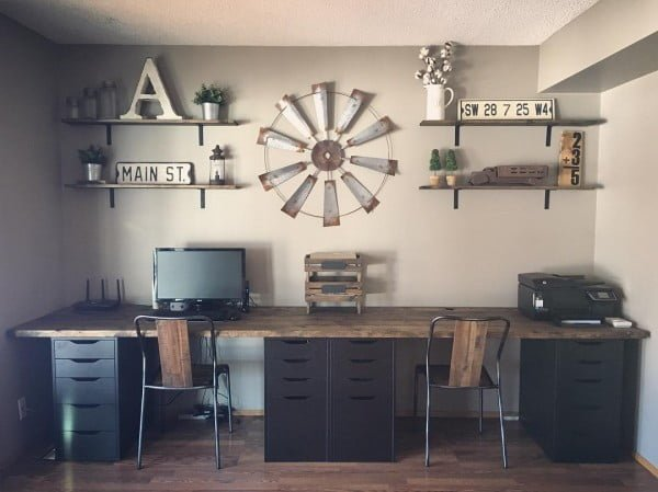 100 Charming Farmhouse Decor Ideas for Your Home Office - Check out this #farmhouse style home office decor with a rustic tabletop and wall art. Love it! #HomeDecorIdeas #HomeOfficeIdeas #FarmhouseStyle
