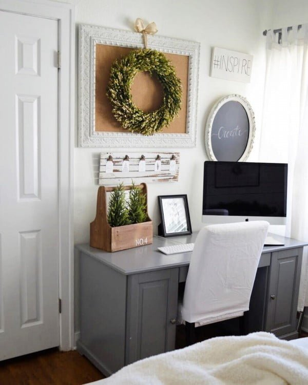 100 Charming Farmhouse Decor Ideas for Your Home Office - Check out this #farmhouse style home office decor with a farmhouse wreath. Love it! #HomeDecorIdeas #HomeOfficeIdeas #FarmhouseStyle