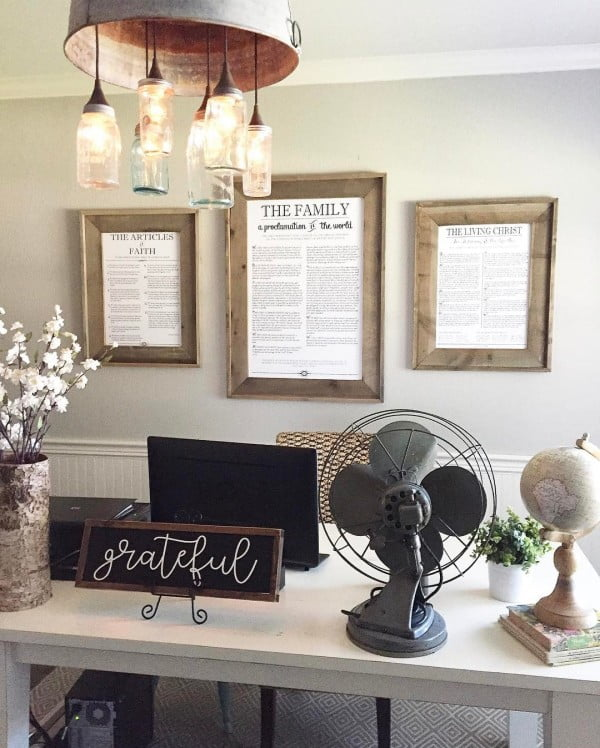 100 Charming Farmhouse Decor Ideas for Your Home Office - Check out this #farmhouse style home office decor with accent farmhouse lighting. Love it! #HomeDecorIdeas #HomeOfficeIdeas #FarmhouseStyle