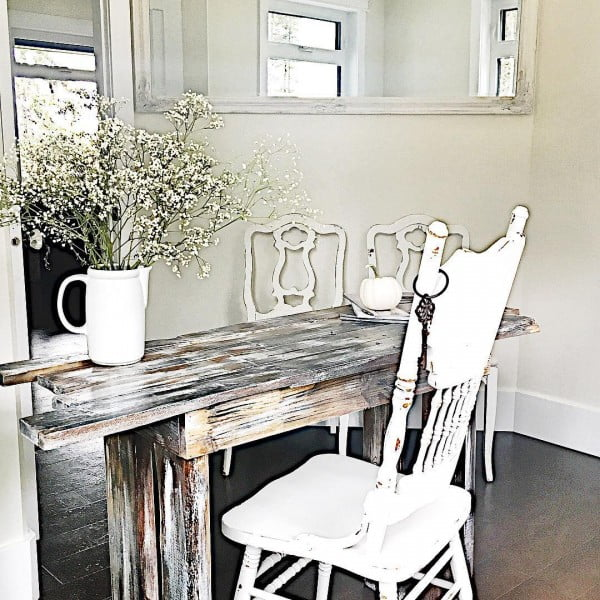 100 Charming Farmhouse Decor Ideas for Your Home Office - Check out this #farmhouse style home office decor with reclaimed wood desk. Love it! #HomeDecorIdeas #HomeOfficeIdeas #FarmhouseStyle