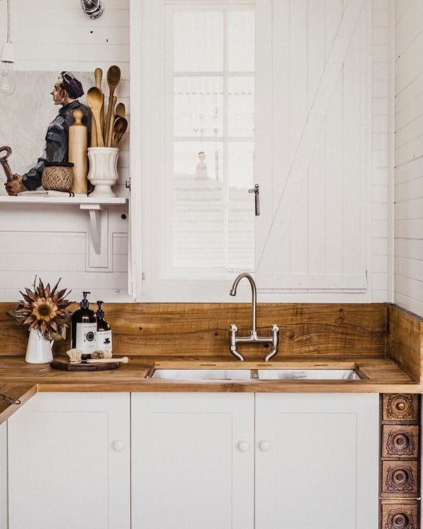 Check out this #farmhouse #kitchen decor idea with natural timber countertops. Love it! #KitchenDecor #HomeDecorIdeas