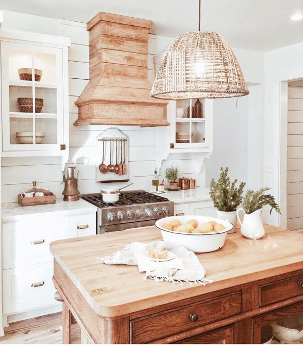 100 Stunning Farmhouse Kitchen Decor Ideas You Have to Try - Check out this #farmhouse #kitchen decor idea with woven pendant lights. Love it! #KitchenDecor #HomeDecorIdeas
