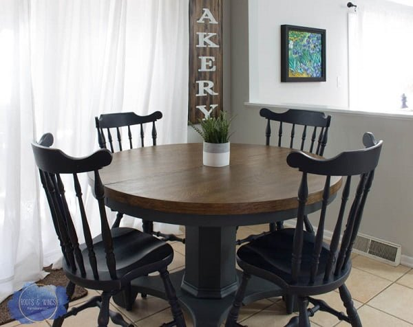 decor idea with a pedestal table. Love it!
