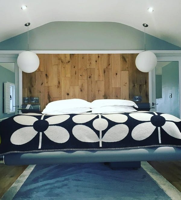 This floating bed frame design oozes comfort. Love it! #BedroomIdeas #BedroomDecor #HomeDecorIdeas